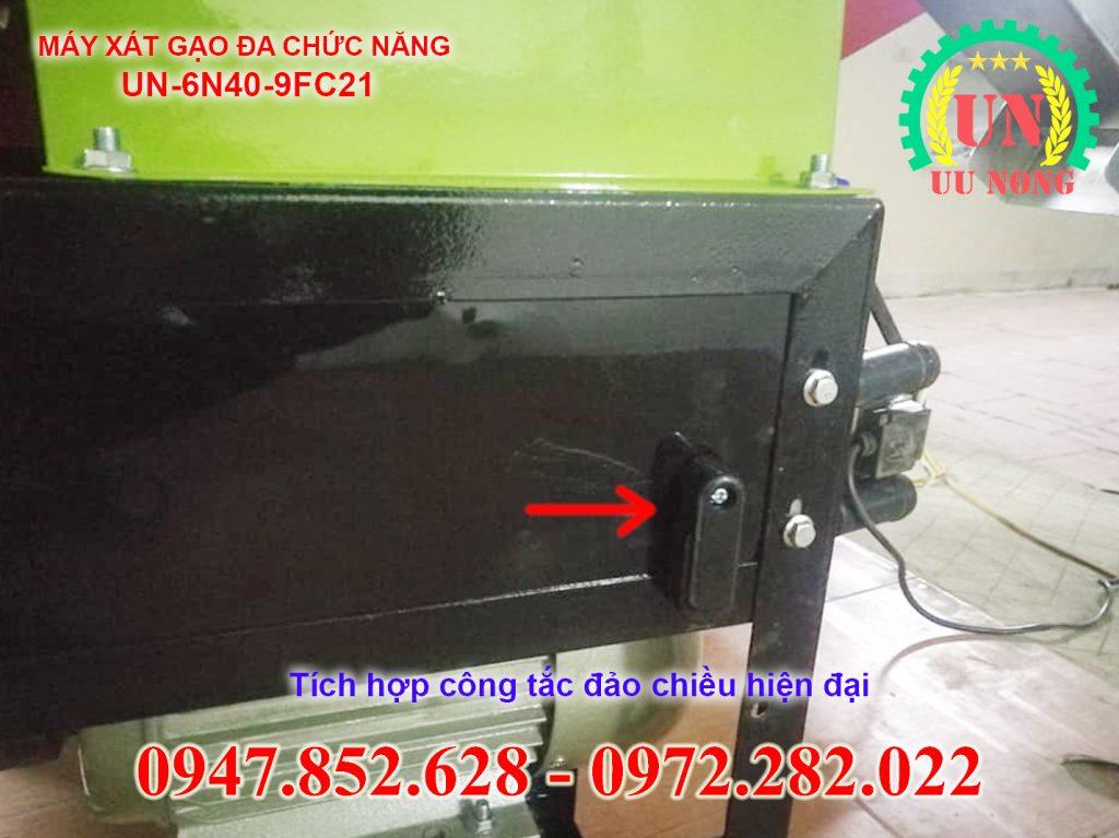 Công tắc đảo chiều máy xát gạo hai chức năng giữa bên xát gạo và bên nghiền giúp vận hành máy dễ dàng đơn giản